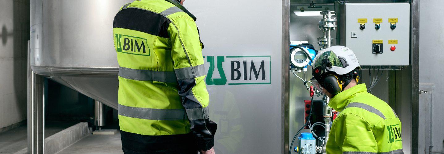 BIM Finland työntekijät työskentelevät hallilla